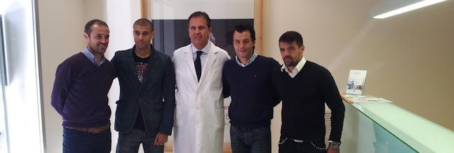 Jugadores de la SD Huesca en el centro de Clínica Baviera