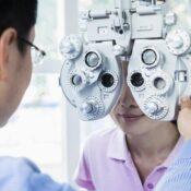 ¿En qué consiste la  primera consulta para la operación de miopía, hipermetropía o astigmatismo?