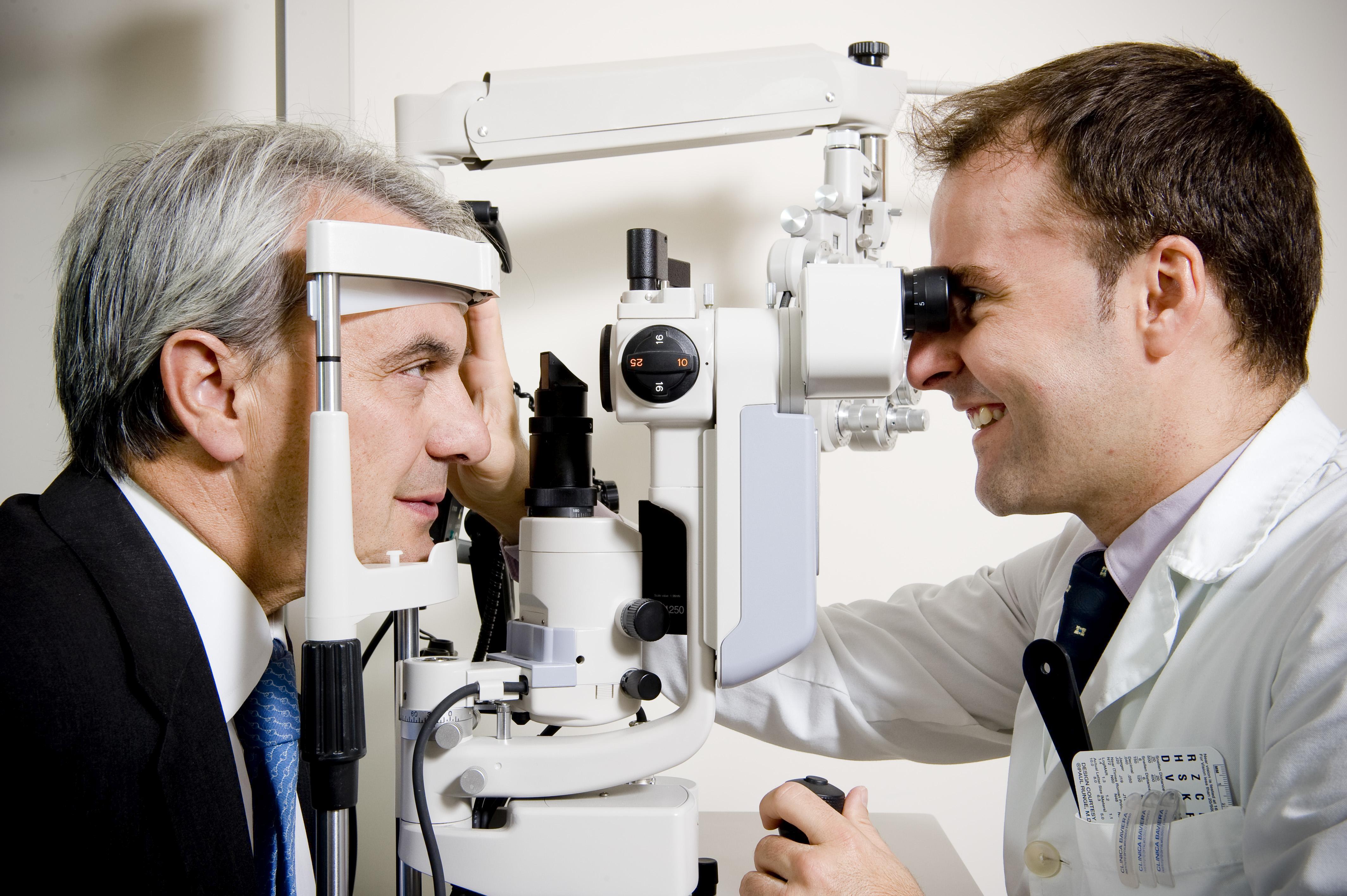 Paciente durante una revisión oftalmológica