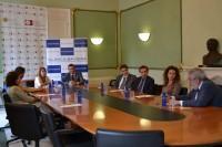 Grupo de personas en firma convenio CEU y Clínica Baviera