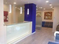 Recepción y sala de espera Clínica Baviera
