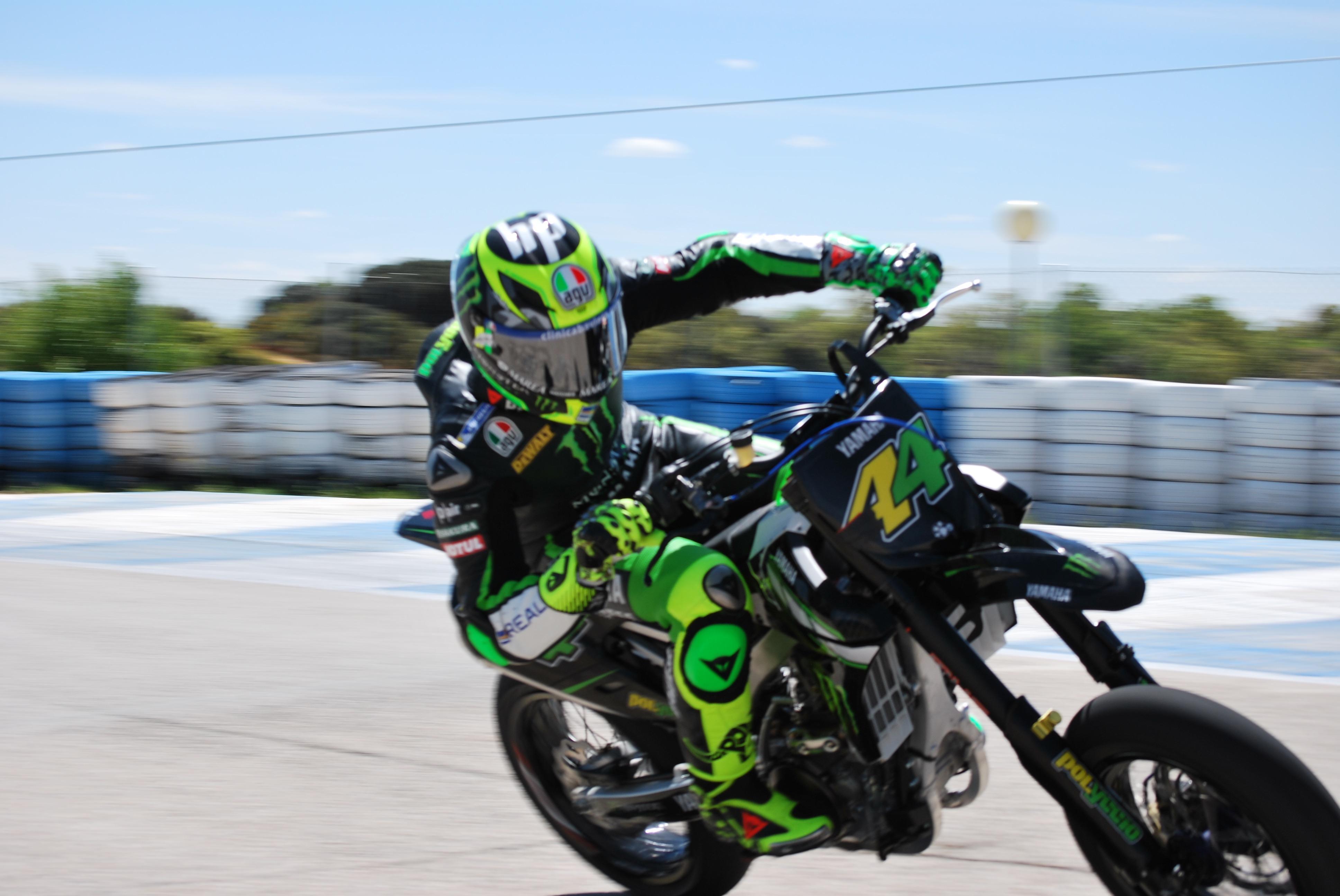Pol Espargaró durante una maniobra en un circuito de motociclismo