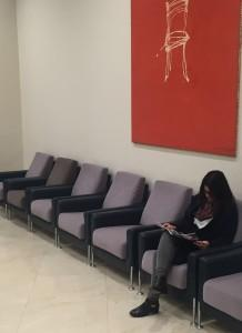 Paciente esperando en la sala de espera