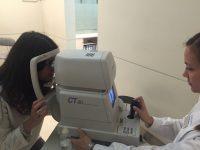 Paciente en prueba primera consulta oftalmológica