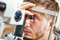 Oftalmoscopio indirecto y lámpara de hendidura