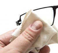 Limpieza de gafas con toallita