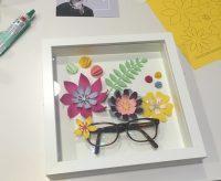 Cuadro hecho con gafas usadas