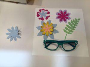 Manualidad hecha con gafas de segunda mano