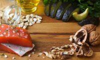 beneficios del omega 3, Salmón, aguacate y frutos secos