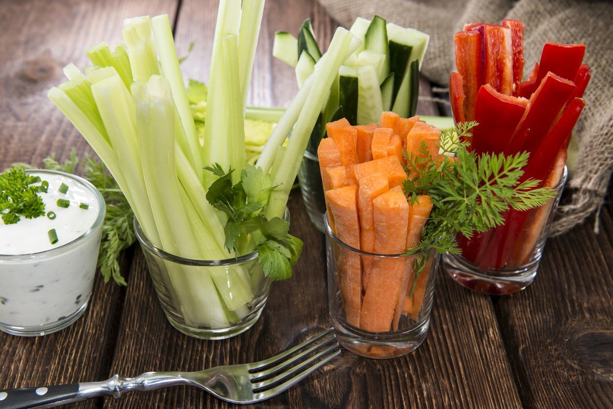 Crudités de apio, zanahoria, pepino y pimiento