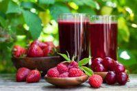 Frambuesas, cerezas y zumos