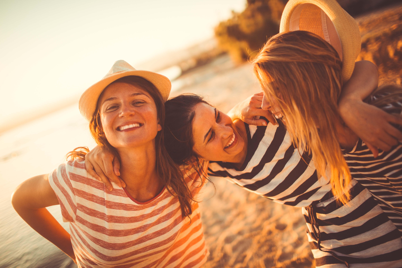 3 amigas en la playa