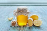 Bote de miel , jenjibre y limones