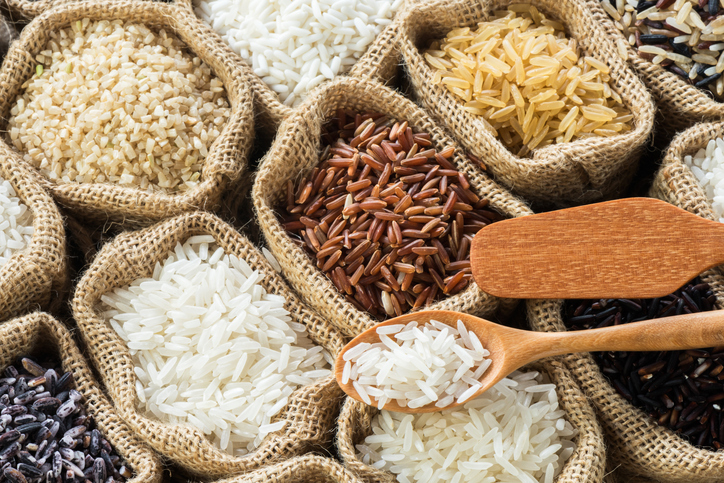 Sacos con diferentes tipos de arroz
