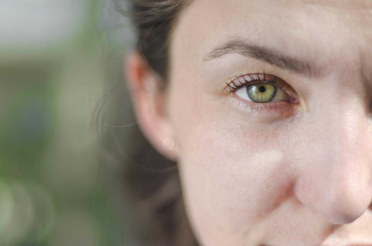 Mujer de ojos verdes