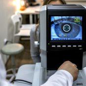 ¿Cuáles son los síntomas de una neuritis óptica?