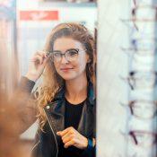 ¿Vale la pena comprarse unas gafas con cristal antirreflejante?