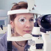 Se me nubla la vista, ¿debo ir al oftalmólogo?