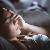 Dormir con el móvil: algo poco recomendable