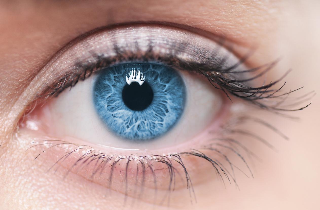 Ojo azul pupila