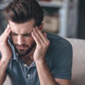 Pinchazos en la cabeza: su relación con la vista
