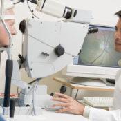 Mancha negra en el ojo: ¿puede ser grave verla?