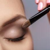 Blefaritis y maquillaje: precauciones y cuidados especiales