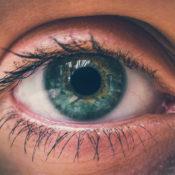 Manchas en el iris y posibles patologías oculares