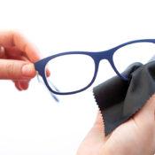 Cómo limpiar las gafas de forma fácil y segura