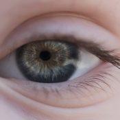 Arco senil, ¿qué es y qué consecuencias tiene para la visión?