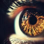 Manchas en los ojos: todo lo que necesitas saber