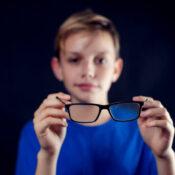 Miopía magna en niños: qué es y cómo se trata