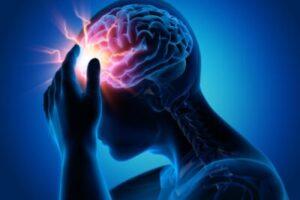 dolor o pinchazos en la cabeza