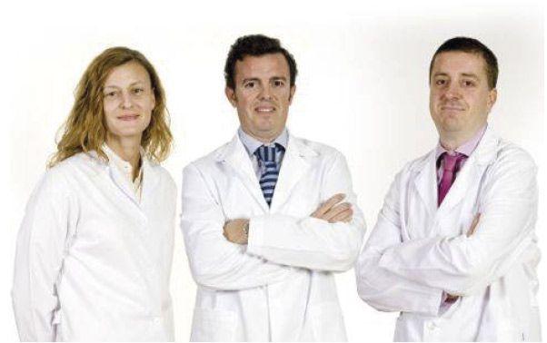 Dra. Clara Martín, Dr. Rafael Luchena  y Dr. Julio Ortega-Usobiaga. Clínica Baviera